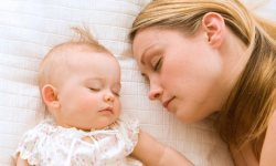 sleeping-with-baby-001